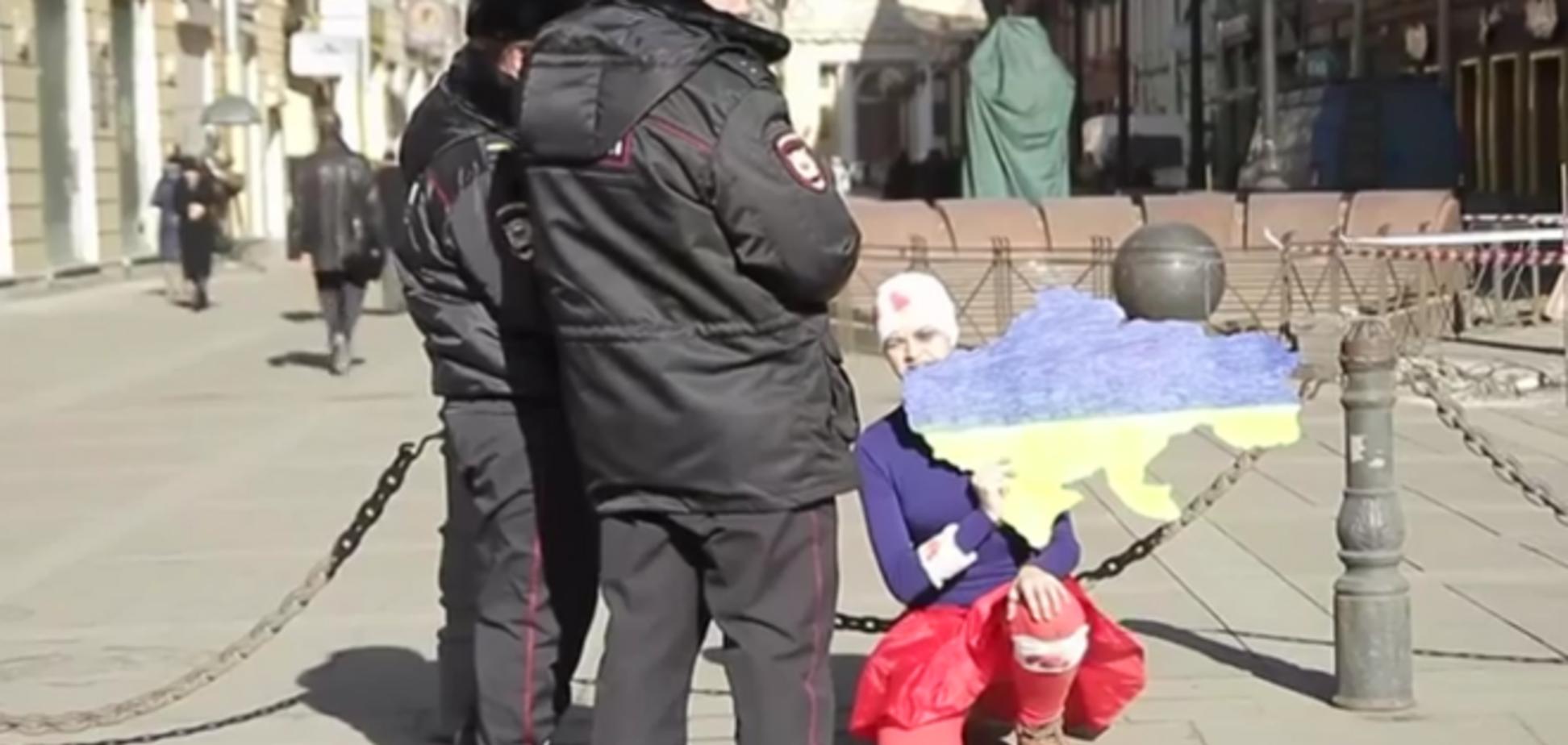 'Россия-гопник': в Питере провели акцию к годовщине 'отжатия' Крыма