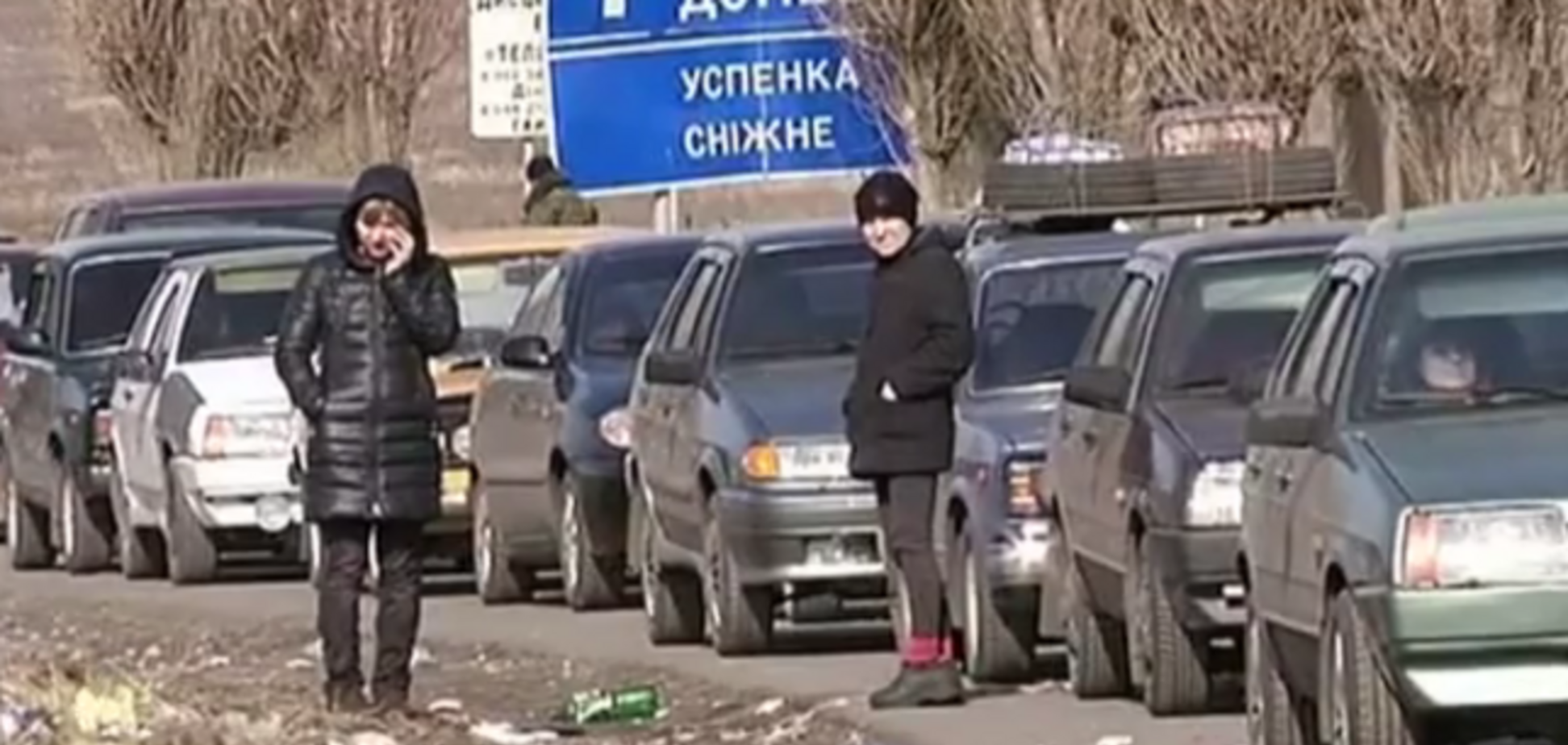 Очередь длиною в сутки: опубликовано видео 'пробки' между 'ДНР' и Россией