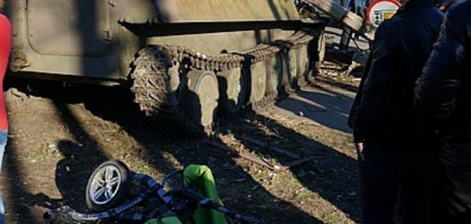 В Константиновке разъяренные жители забросали камнями БМП после смерти ребенка в аварии