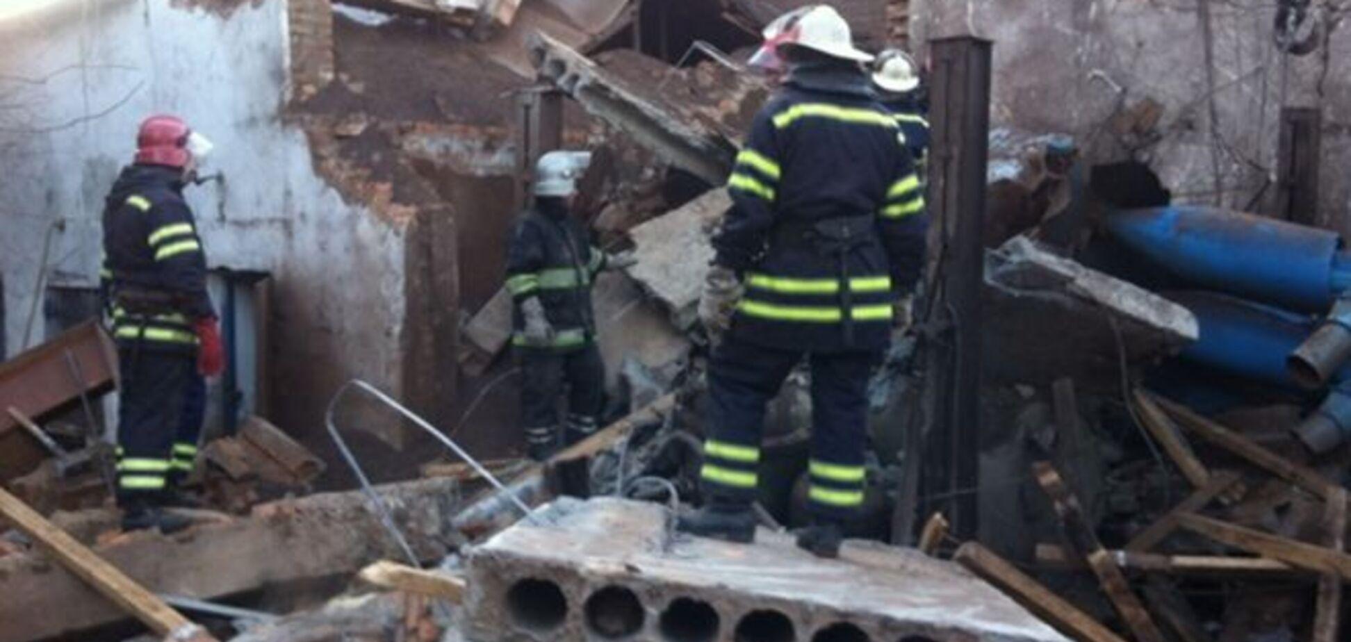На территории хмельницкой агрофирмы произошел взрыв: один человек под завалами
