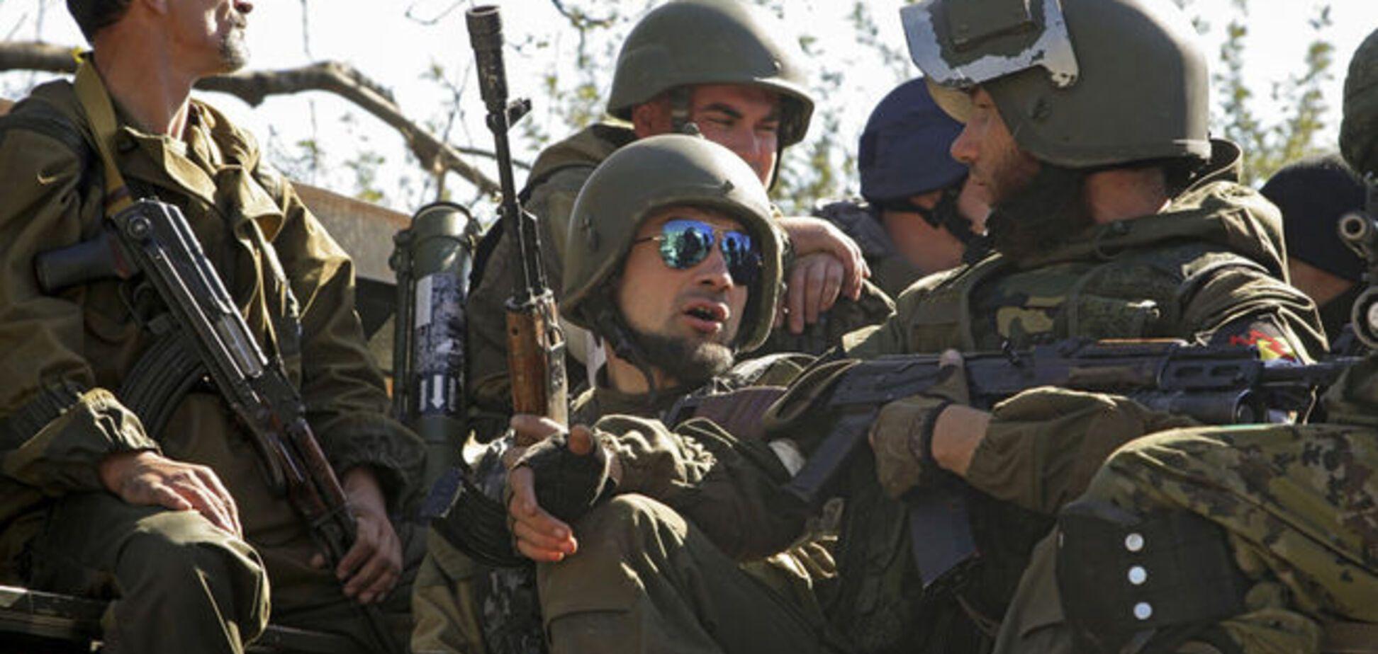 Под Мариуполем боевики днем под присмотром ОБСЕ отводят технику, а ночью возвращают на прежние позиции