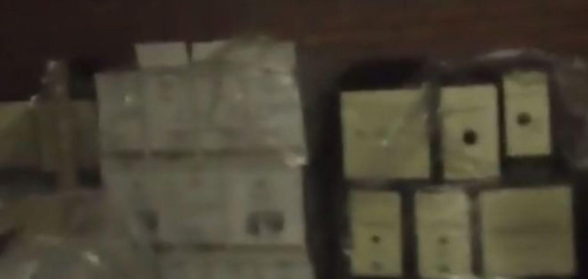 Восставшие против Плотницкого боевики взломали его склад с краденой гуманитаркой: видеофакт