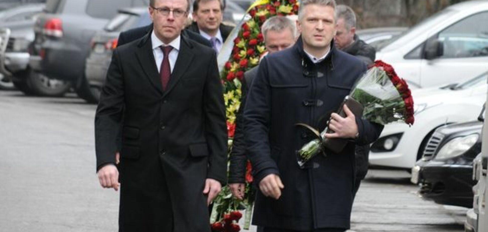Проститься с Чечетовым пришли политики и артисты: опубликованы фото