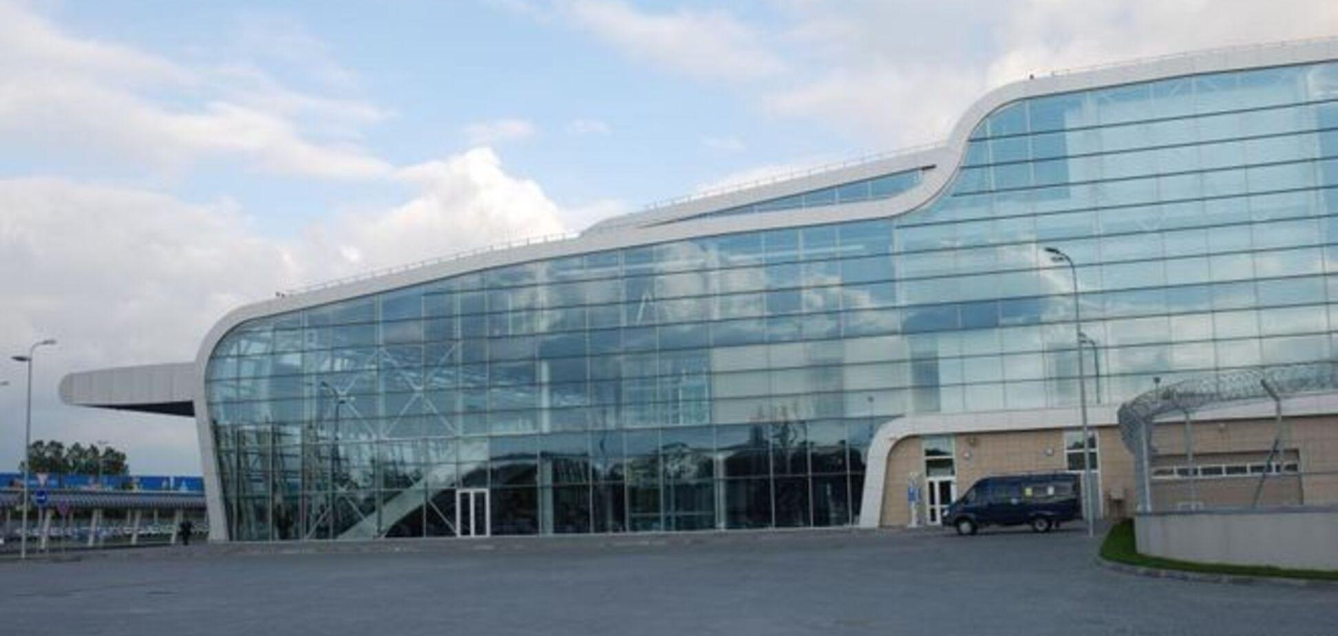 Во Львове из международного аэропорта эвакуировали людей после сообщения о 'минировании'