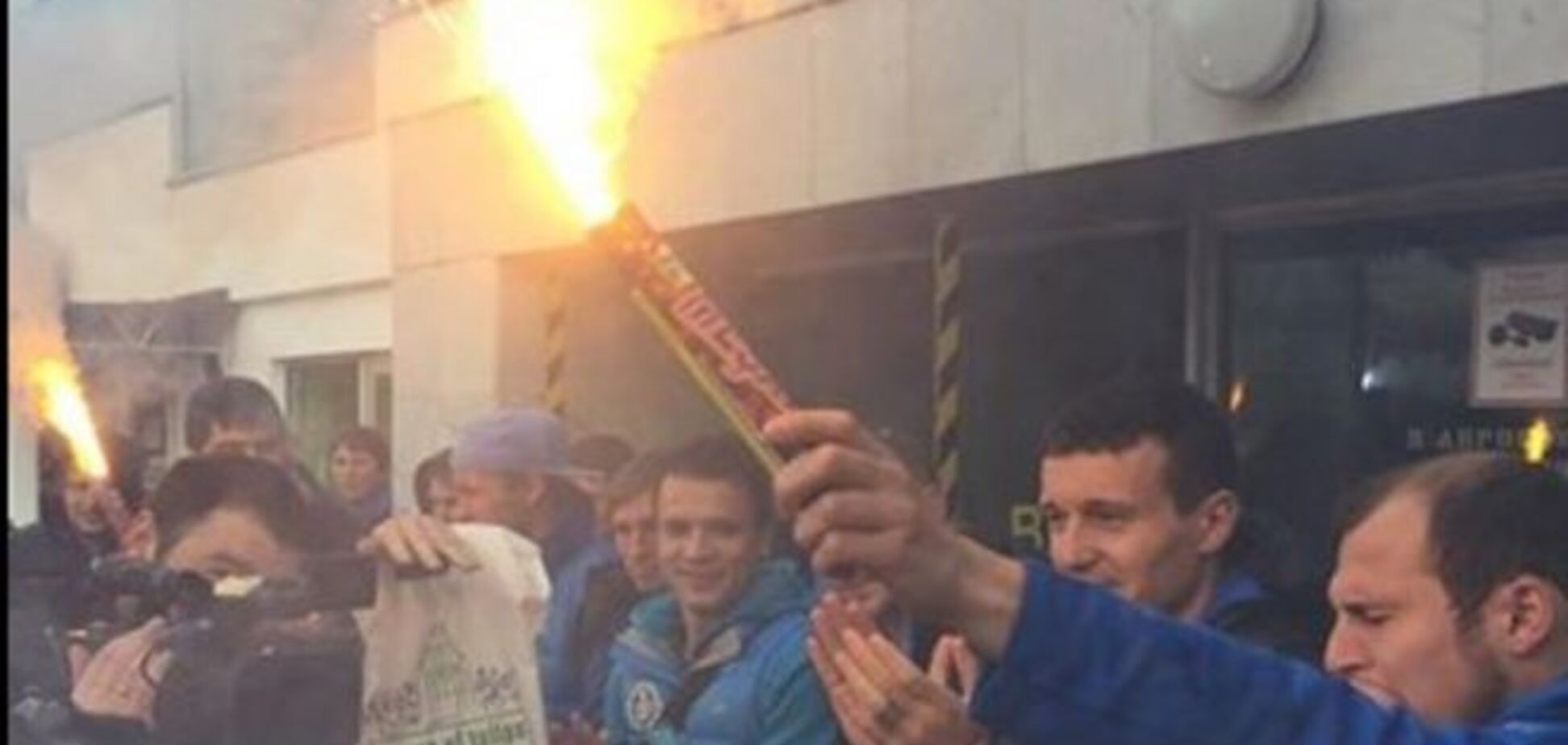 Фанати ефектно зустріли 'Дніпро' в Україні: яскраві фото і відео