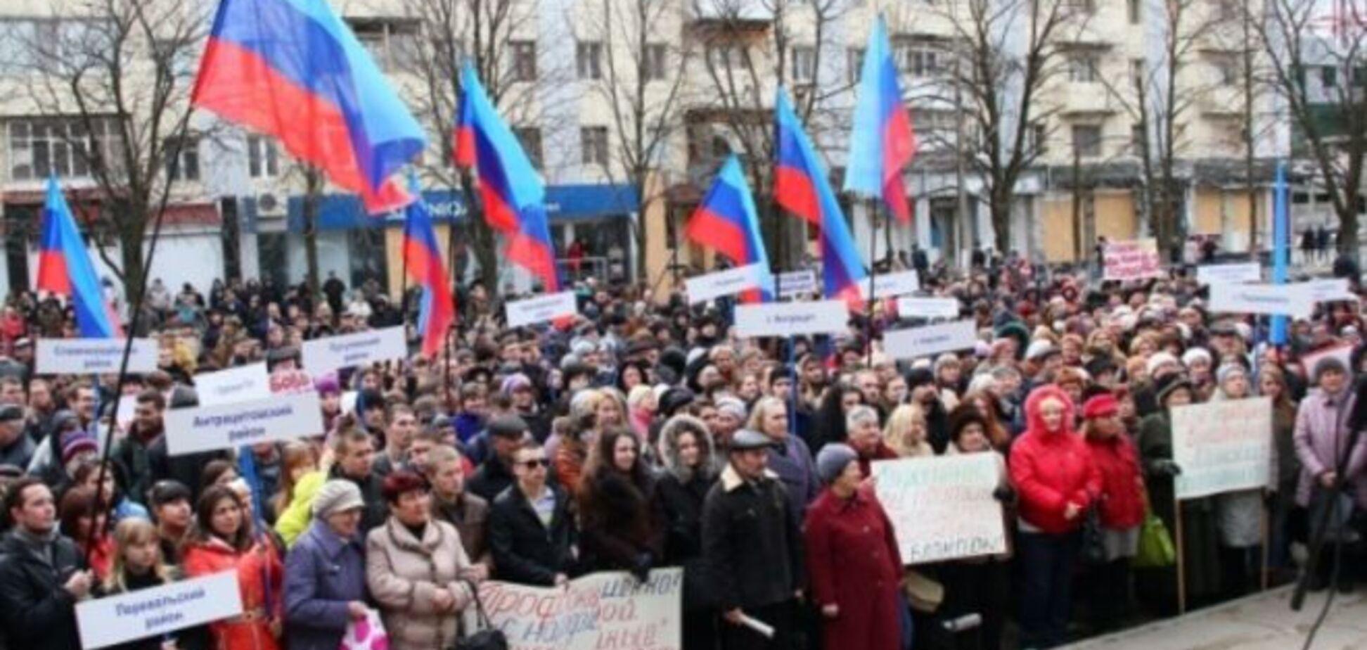 Со второй попытки: луганчане рассказали, как на самом деле проходил 'митинг' против 'геноцида'