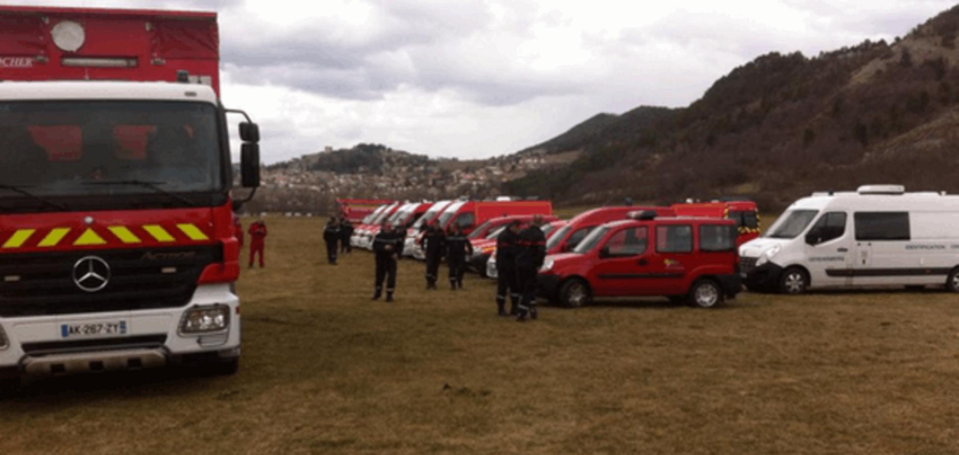 На место крушения Airbus A320 отправлена спасательная техника: фотофакт