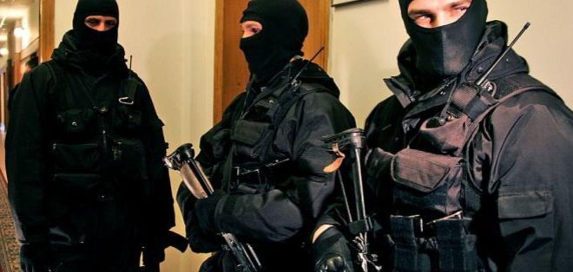 На квартирах у заарештованих чиновників ДСНС проходять обшуки - Аваков