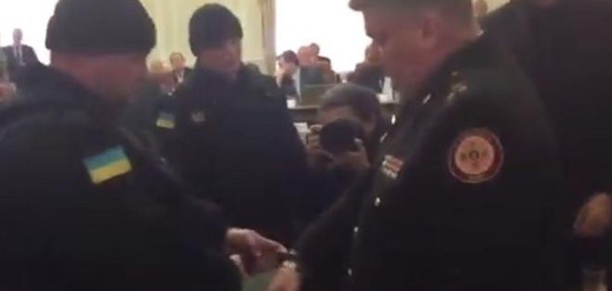 Главу ГСЧС задержали прямо на заседании Кабмина