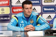 Фанаты побили футболиста сборной Украины во время матча: видеофакт
