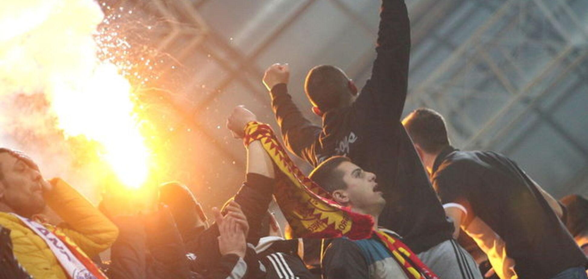 Фанаты сорвали матч Евро-2016 Черногория - Россия