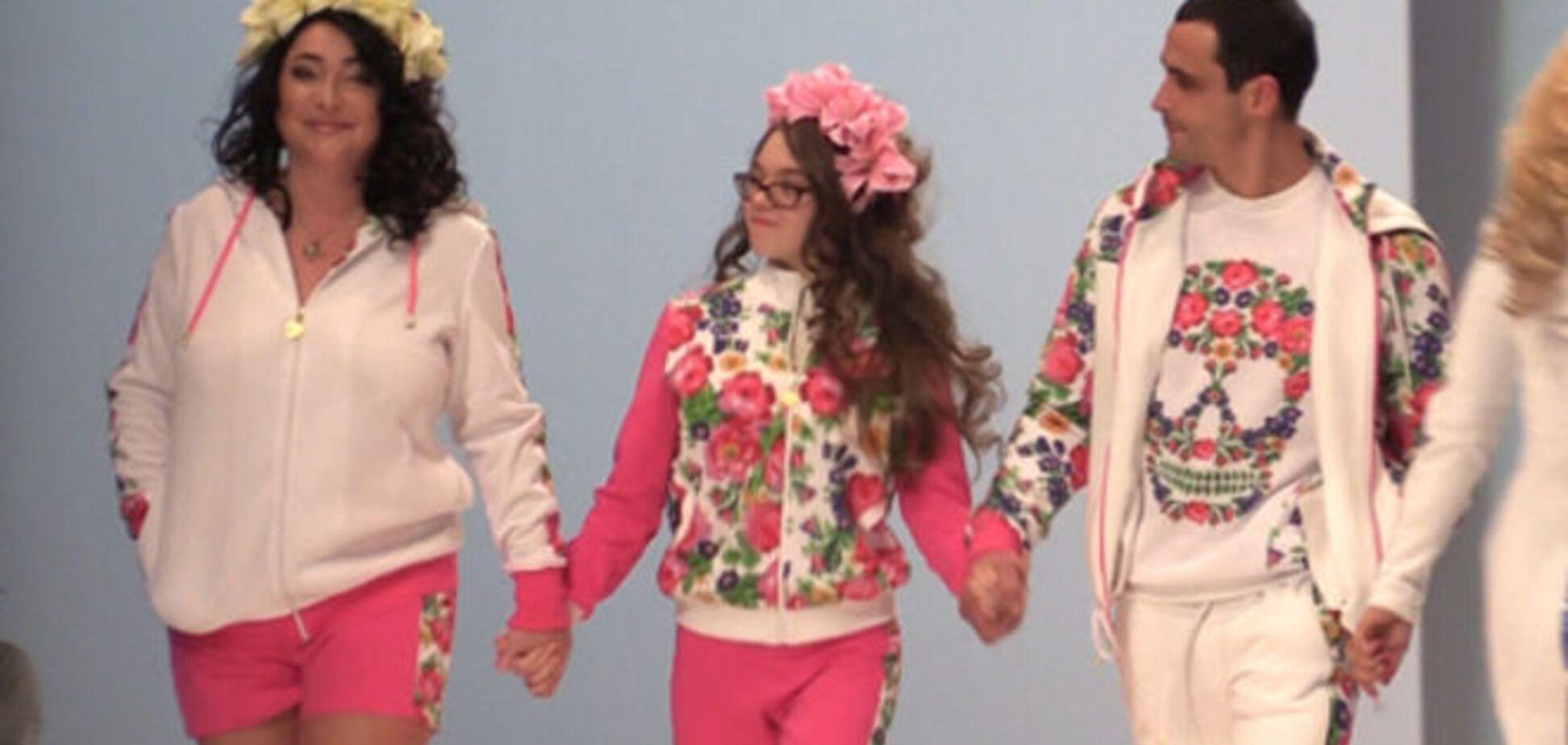 Лолита вместе с 15-летней дочерью прошлась по подиуму в Москве