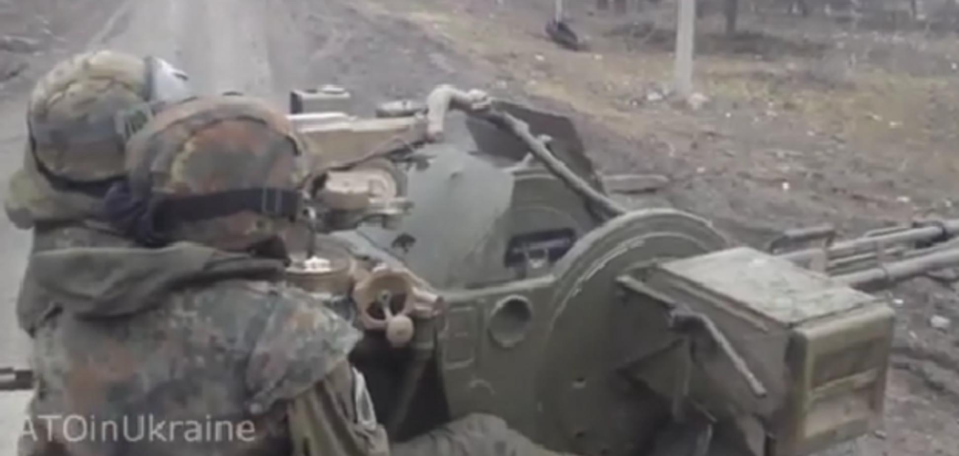 Как штурмовики 'Правого сектора' отбивают атаку боевиков с помощью зенитки: видеофакт