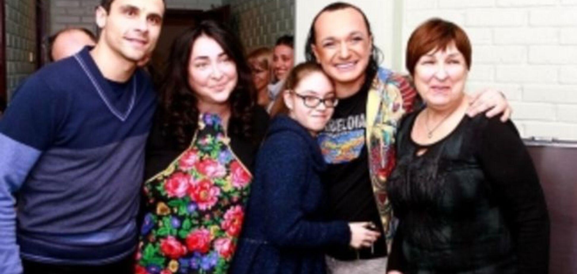 Лолита забрала маму и дочь из Киева в Москву