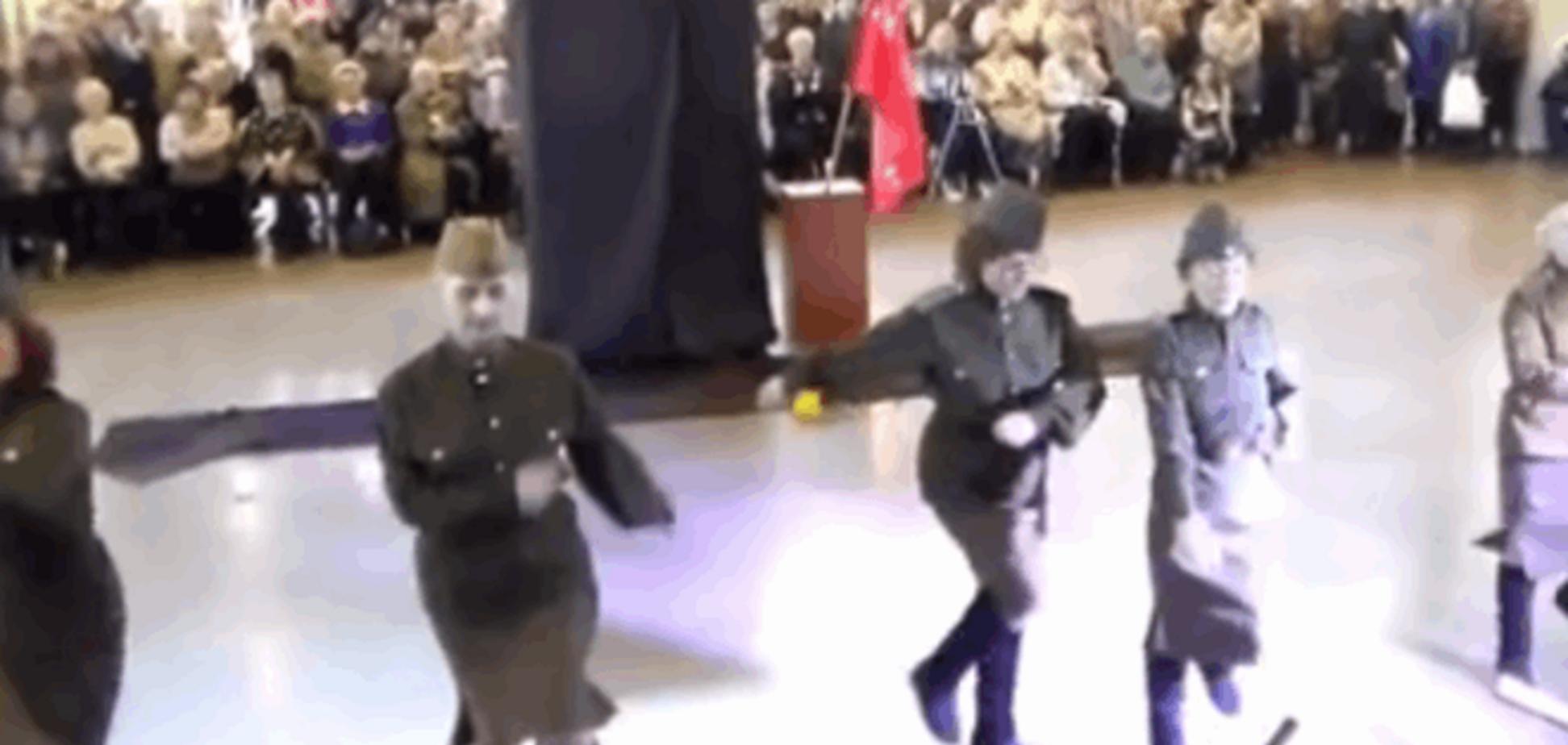 '60+'. В России ко Дню победы бабушки в погонах устроили 'дикие танцы'