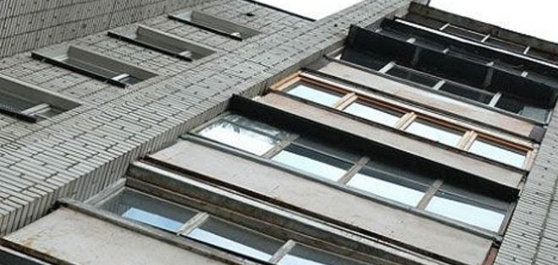 В Киеве мужчина выпрыгнул из окна 8 этажа