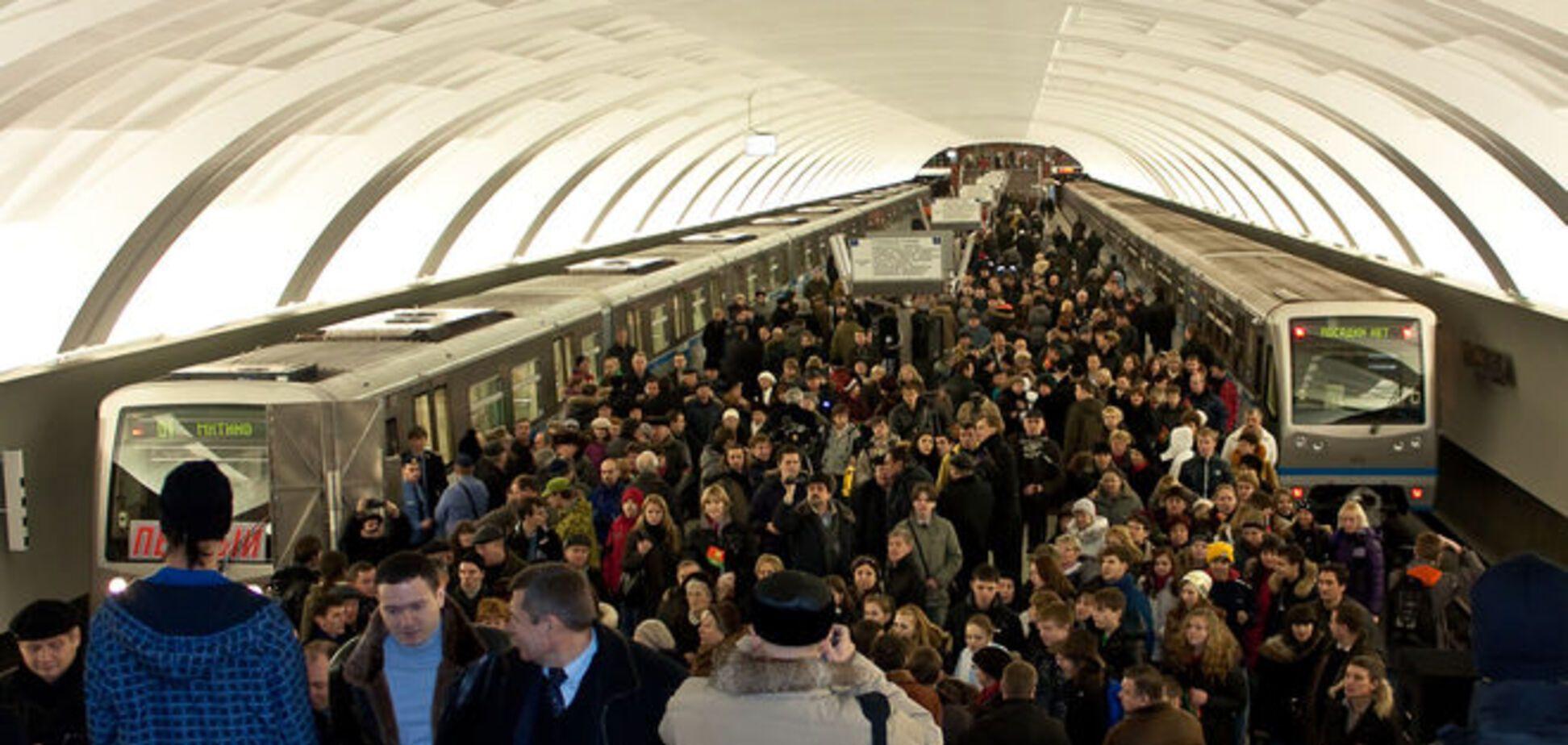 Безрукий 'ополченец' просит милостыню в московском метро: видеофакт