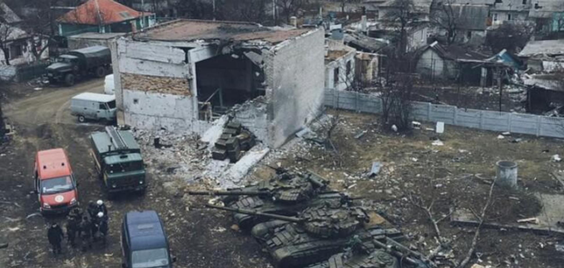 В Донецке террористы 'отвели' тяжелую технику во дворы жилых кварталов: фотофакт