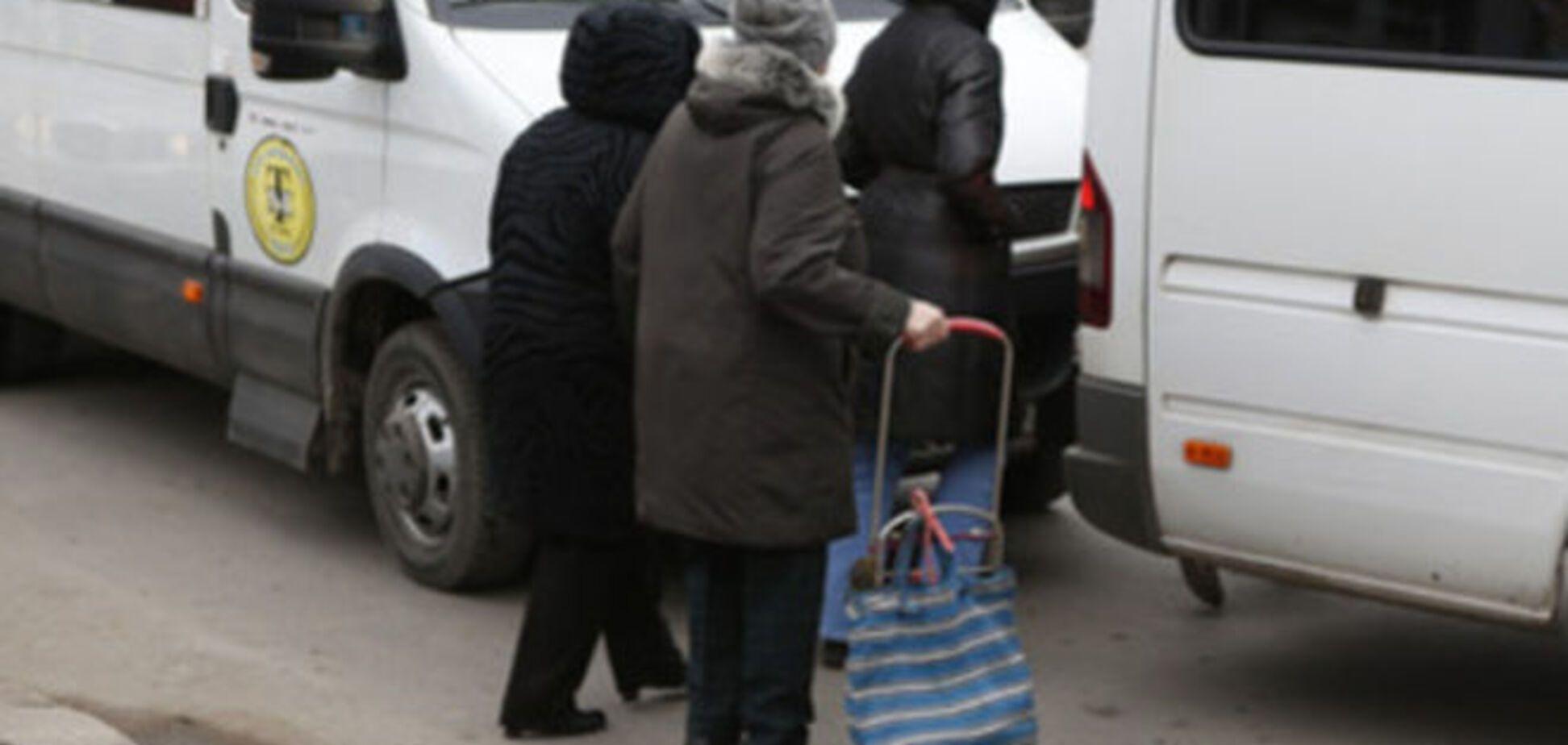 'Умом Россию не понять': пасажири виштовхали жінку з маршрутки, щоб поїхати по аварійному мосту