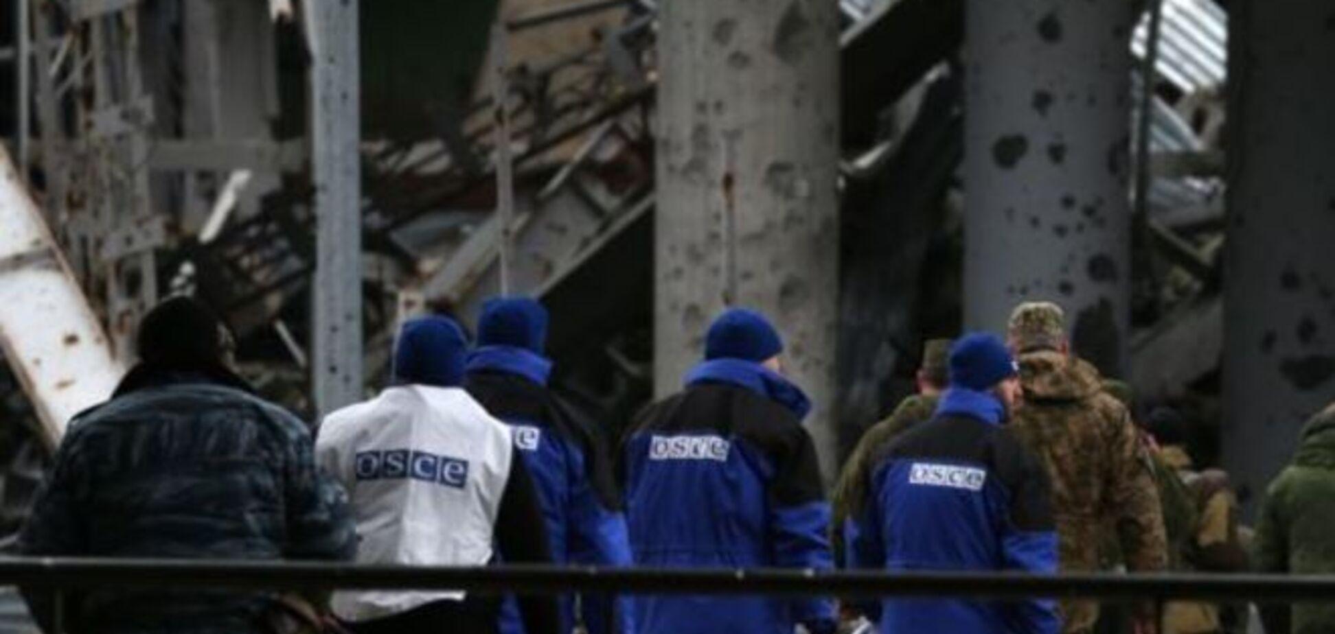 Террористы удерживают 100 украинских военных на территории донецкого аэропорта - ОБСЕ