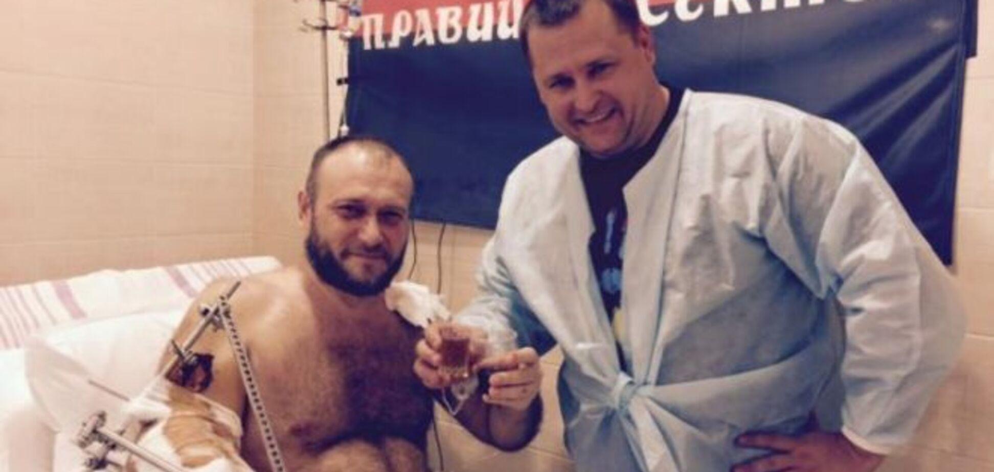 В Днепропетровске шесть часов оперировали Яроша