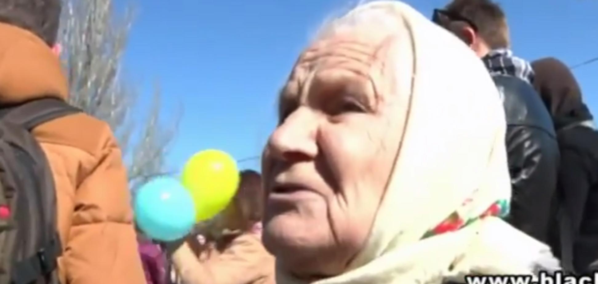 'Дайте хоть умереть в Украине!'. Старушка в слезах попросила спасти Крым от оккупантов