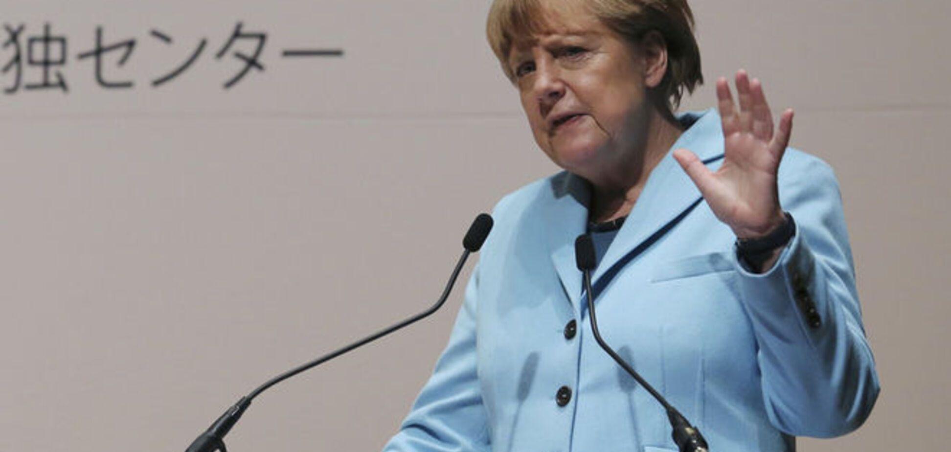 Меркель: санкции мы не снимем, но готовы говорить с Россией