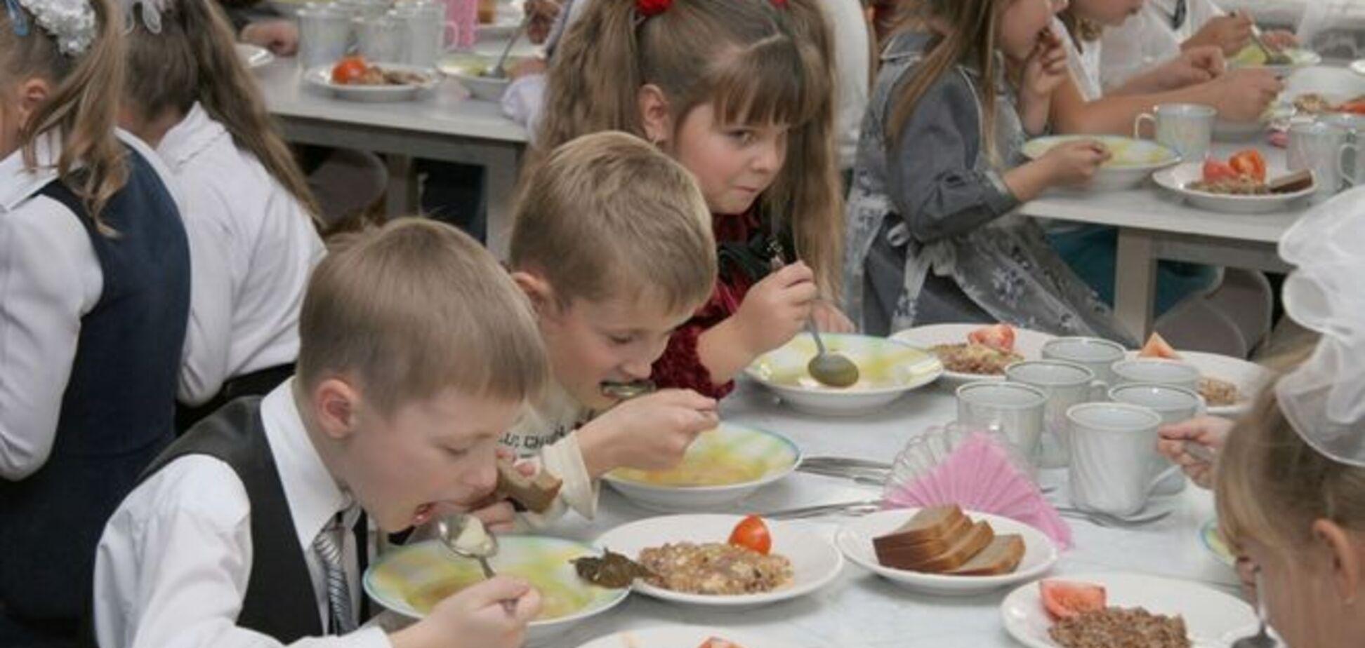 СМИ узнали, почему украинские школьники могут остаться без обедов