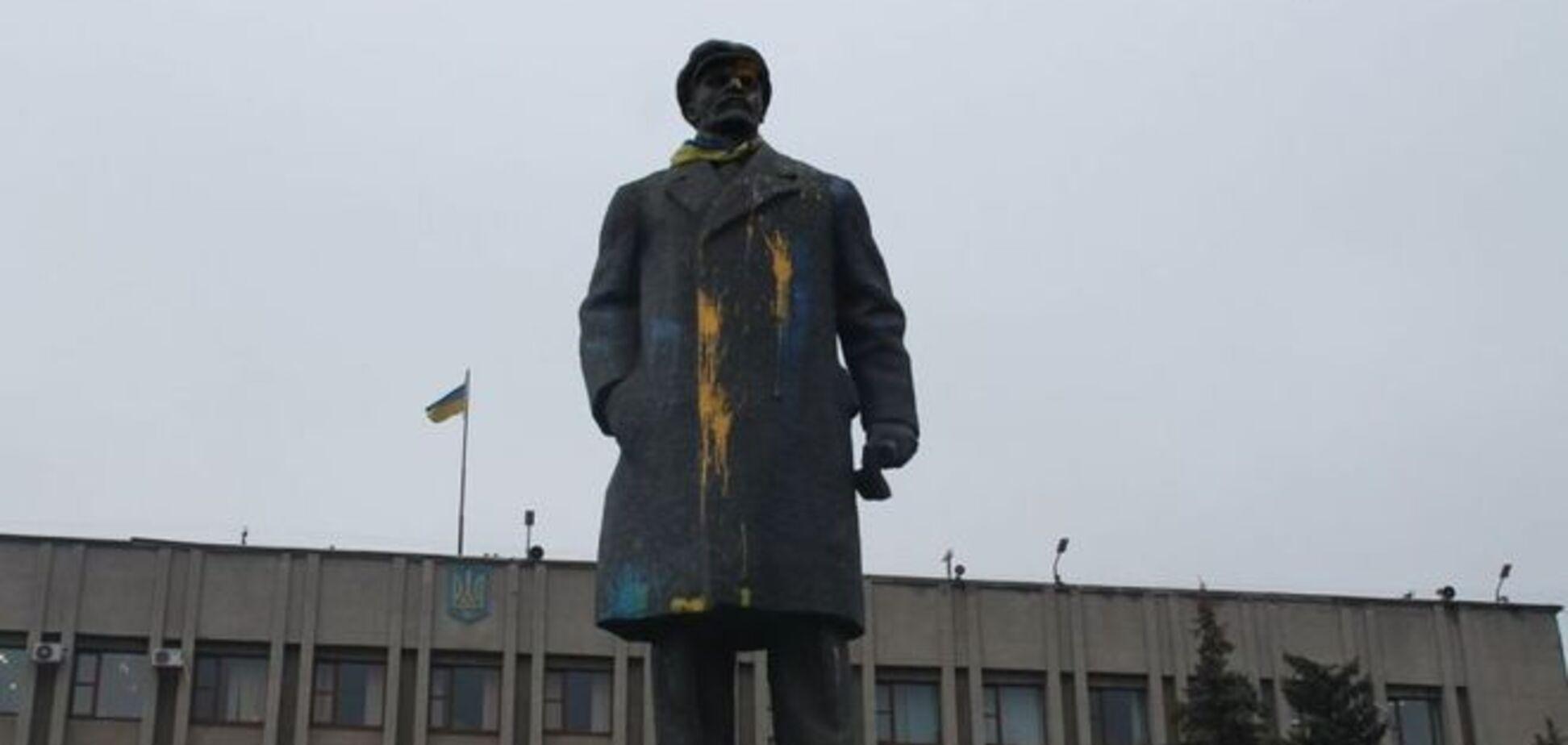 Ленина в Славянске креативно 'поздравили' с Днем дурака. Фотофакт