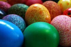 Как разукрасить пасхальные яйца: топ-9 народных рецептов. Инфографика