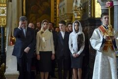 'Наибольшие трудности будут побеждены!'. Порошенко поздравил украинцев с Пасхой