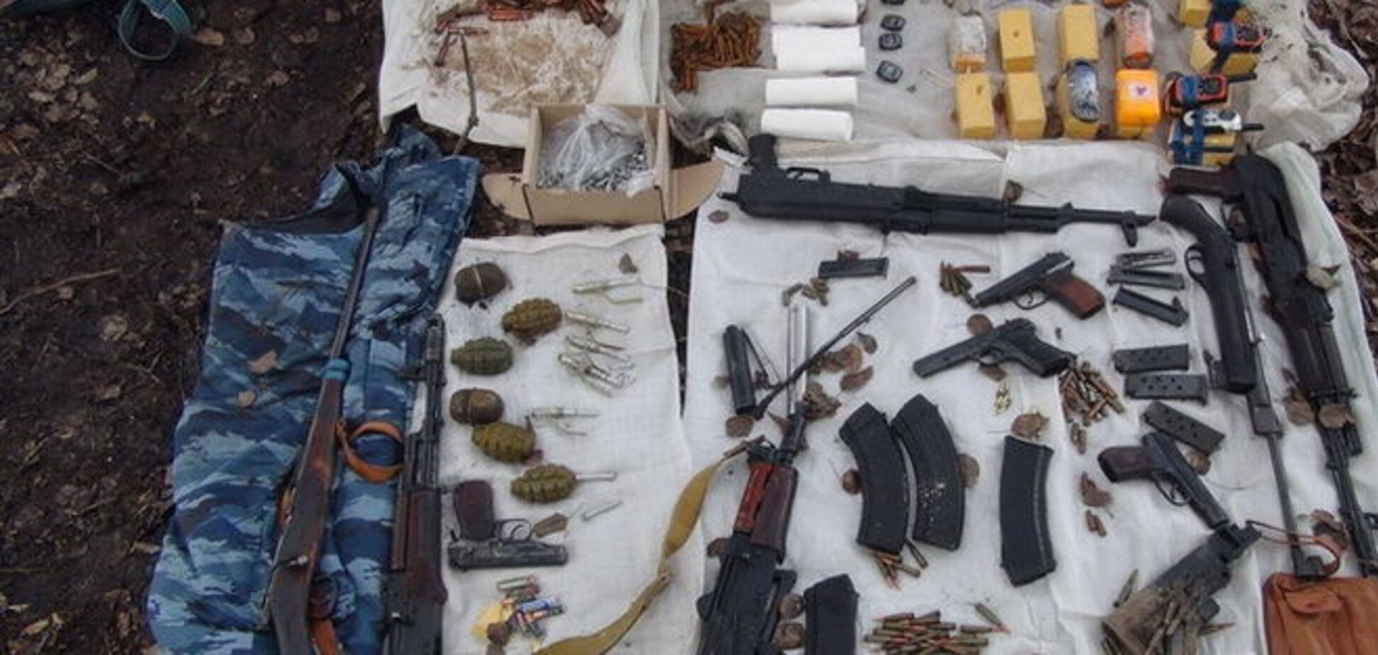 Готувалися до травневих! СБУ знайшла схованки зі зброєю бойовиків в Маріуполі і Лисичанську
