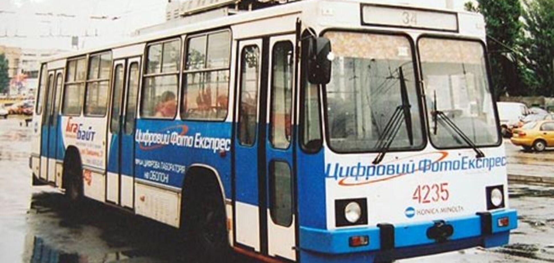 'Вбивця! Бандера!' У Дніпропетровську з тролейбуса виштовхали бійця АТО