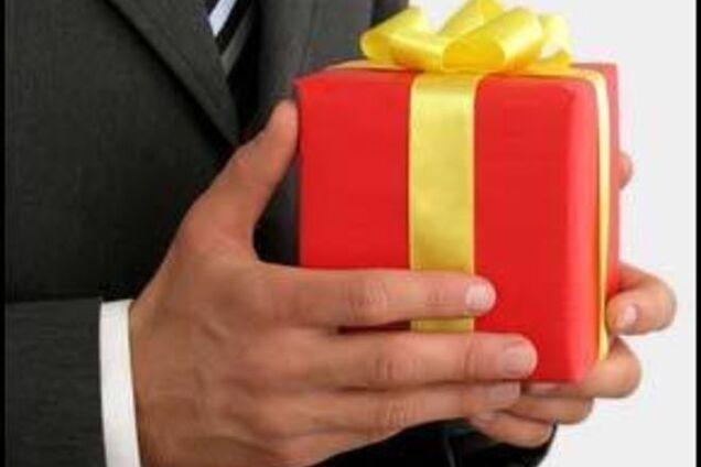 Подарки партнерам налогообложение 100