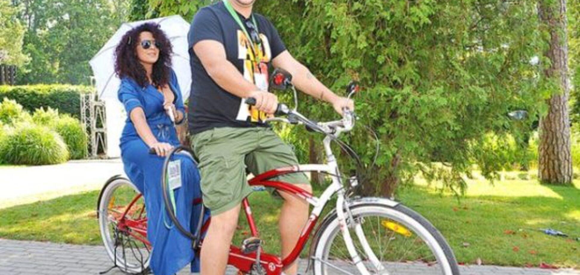 Украинские политики и звезды любят кататься на велосипедах: лучшие фото