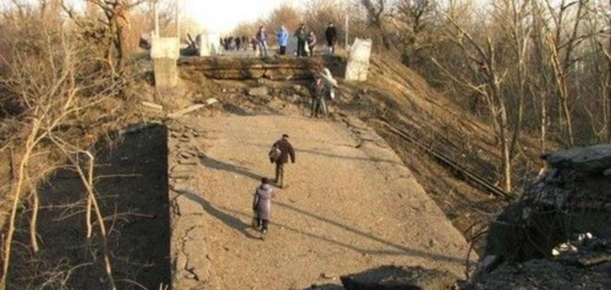 Бійці 'Айдара' і терористи 'ЛНР' об'єдналися, щоб відремонтувати підірваний у Станиці Луганській міст - ОБСЄ