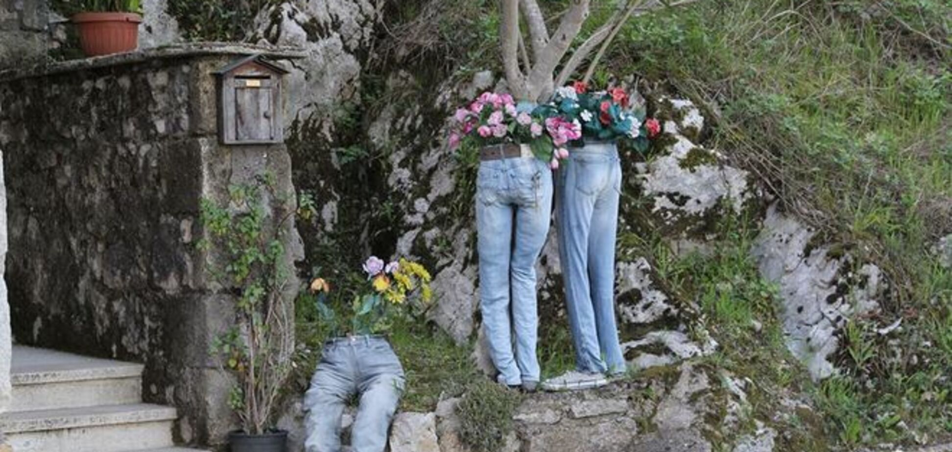 'Сила в штанах': Аваков похвалився джинсами з квітами - фотофакт