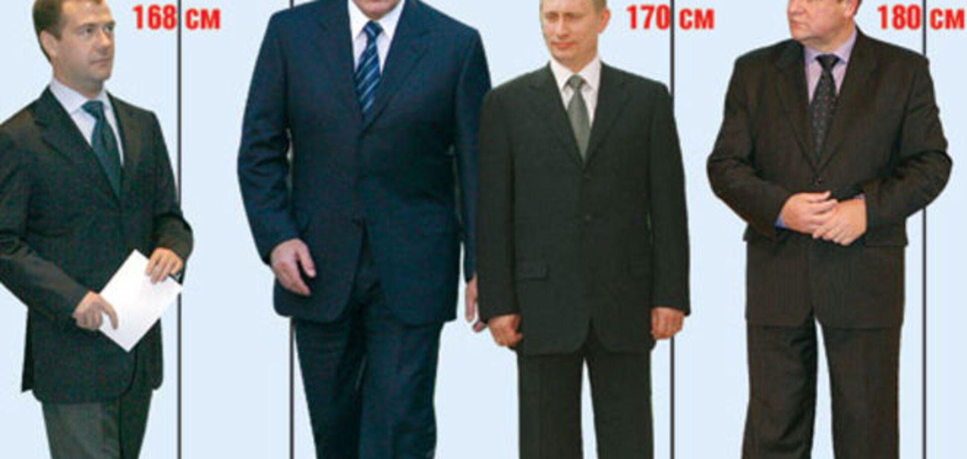 Пользователи соцсетей разгадали секрет роста Путина: фотофакт