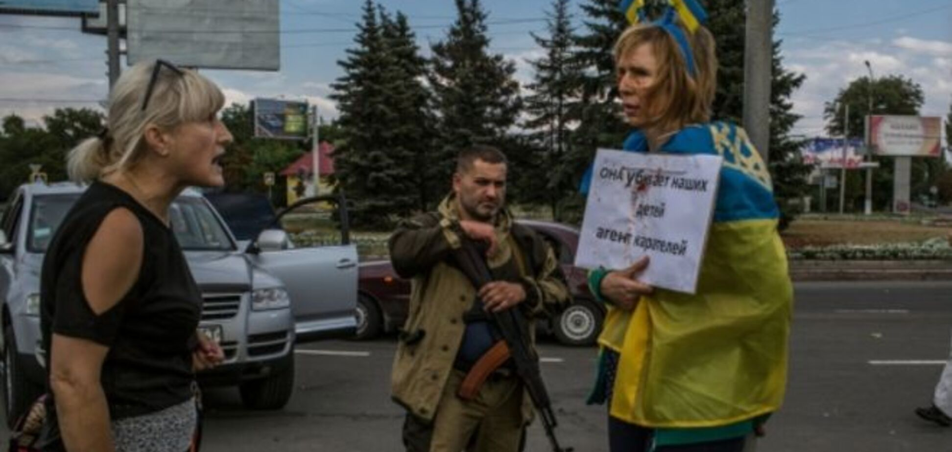 Кто к нам с флагом придет: волонтер рассказал, как в Донецке работает 'НКВД'