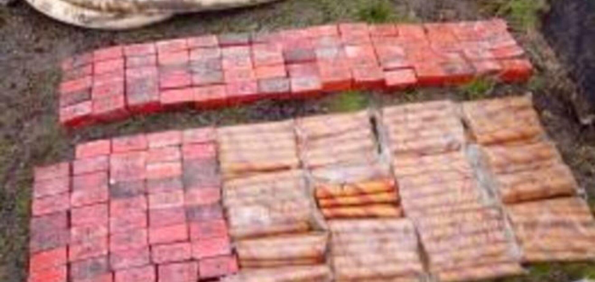 Під мостом на Луганщині знайшли 75 кг вибухівки: фотофакт