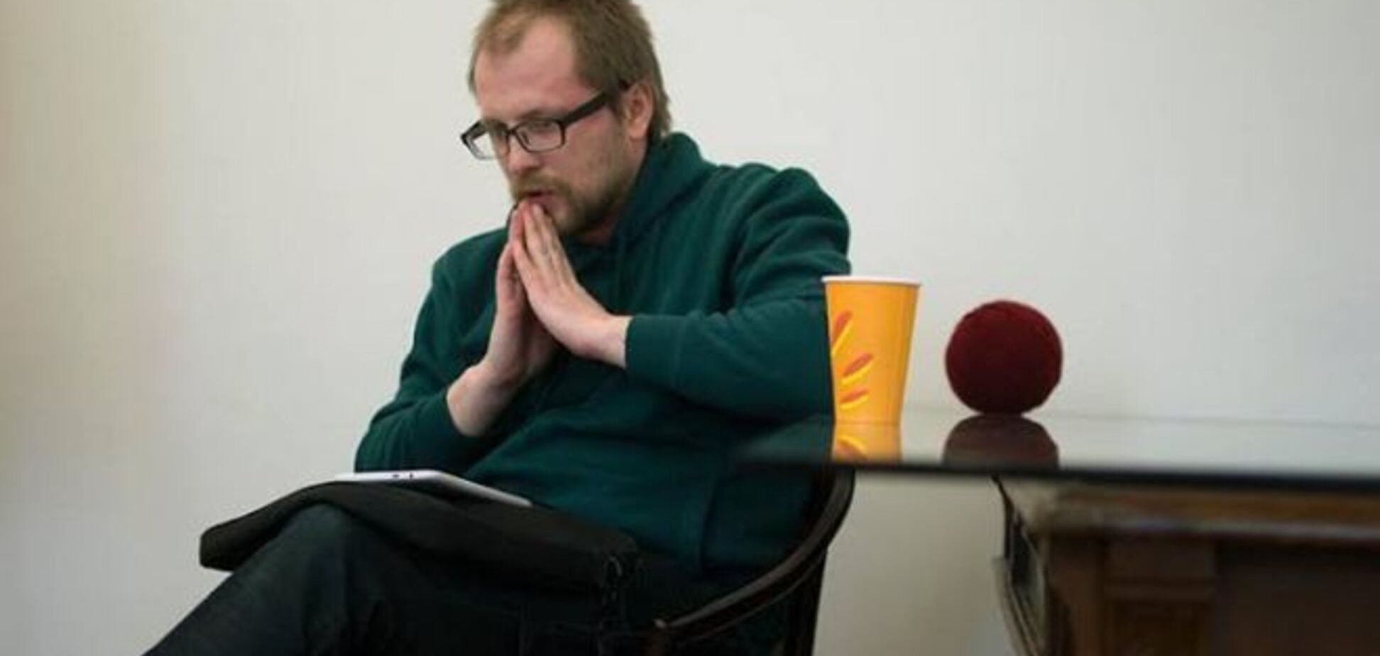 Fаcebook забанил украинского писателя за мем 'Че там у хохлов?'