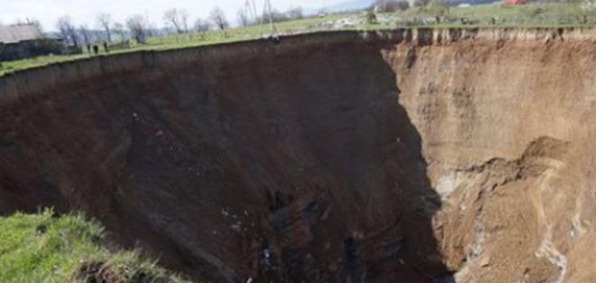 Врата ада: на Закарпатье под землю проваливается известный посёлок - жуткие фото