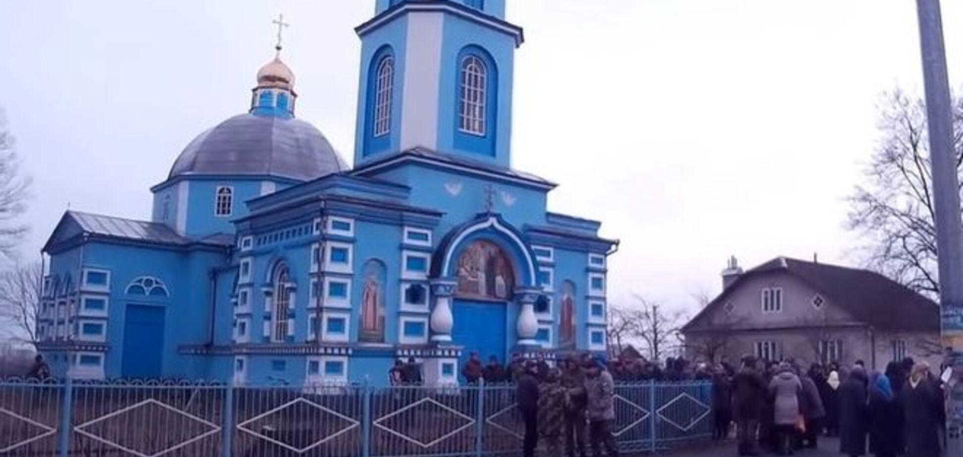 На Рівненщині через храм побилися близько 400 віруючих
