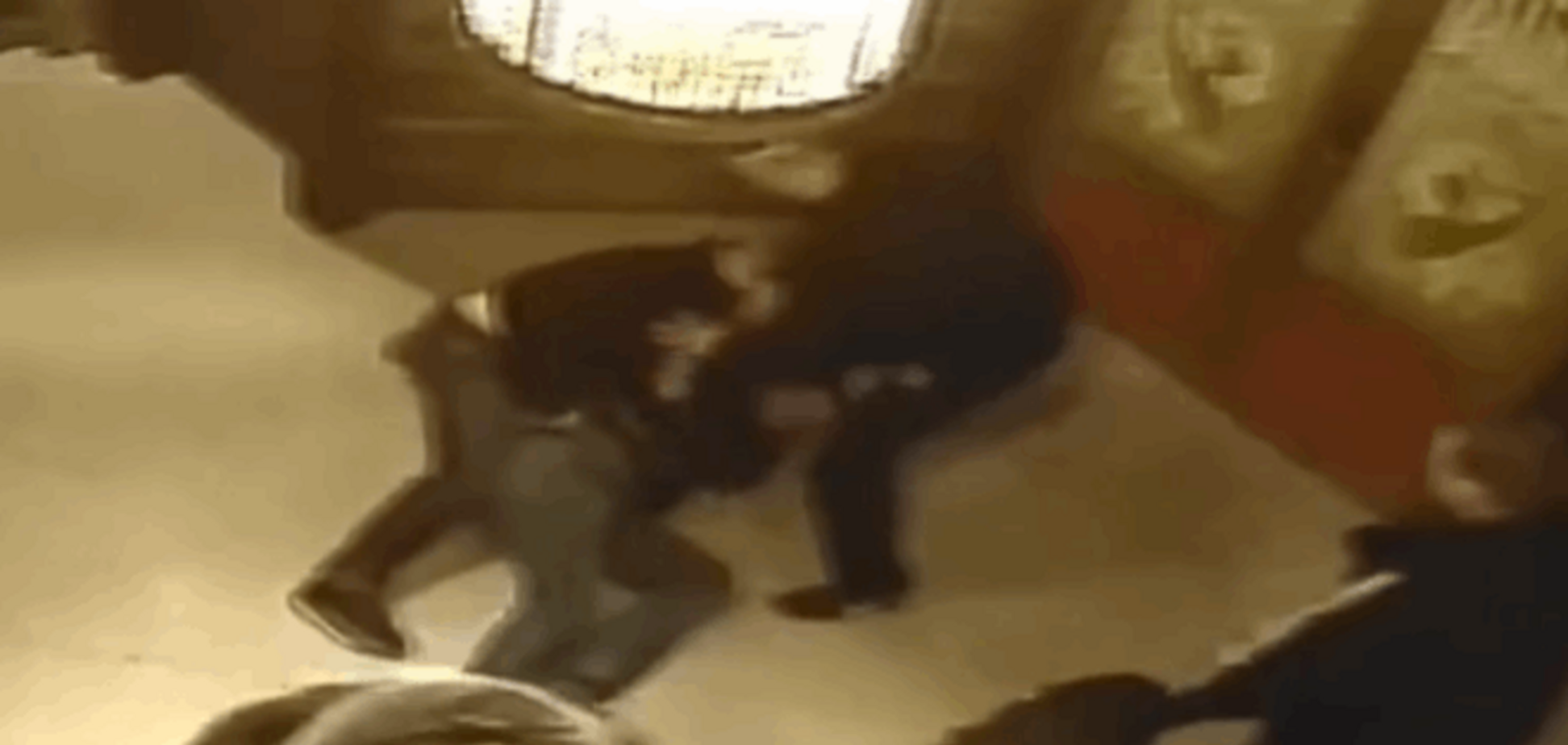 У Херсоні п'яні міліціонери влаштували 'мордобій' у спріп-барі