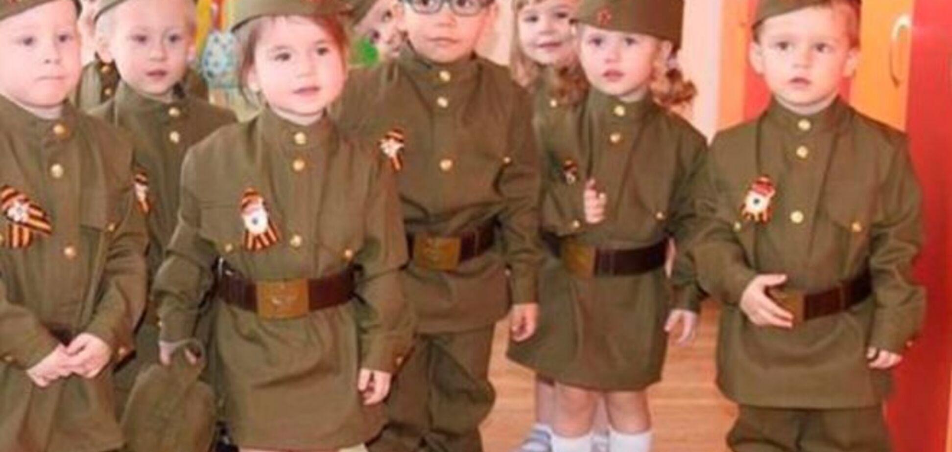 На Луганщине террористы вырядили детей в военную форму: фотофакт