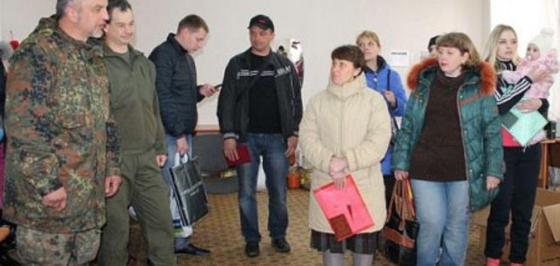 По-братски! Бойцы АТО в Артемовске отдали свою еду местным жителям