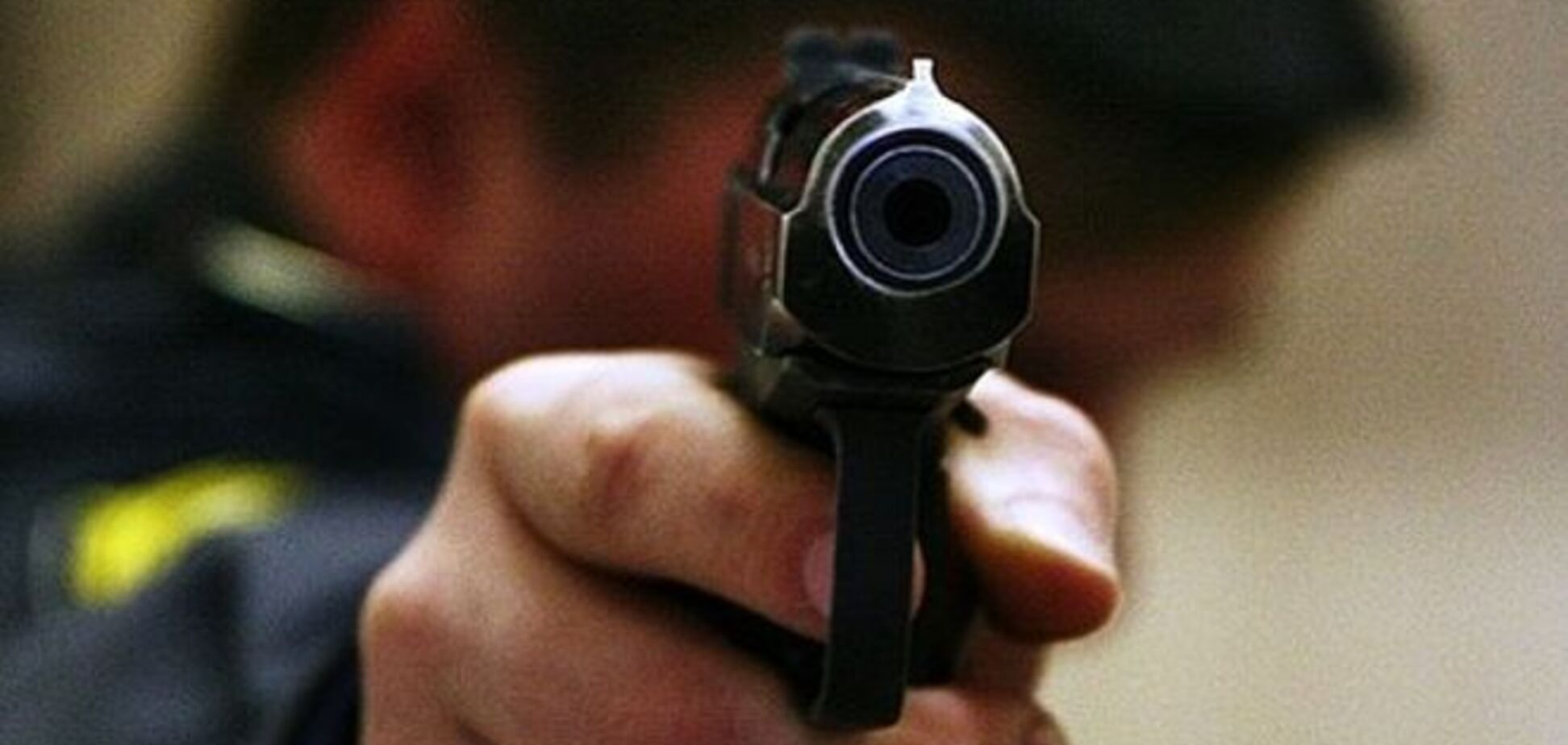 У Миколаєві міліціонера побили на автобусній зупинці, він відстрілювався