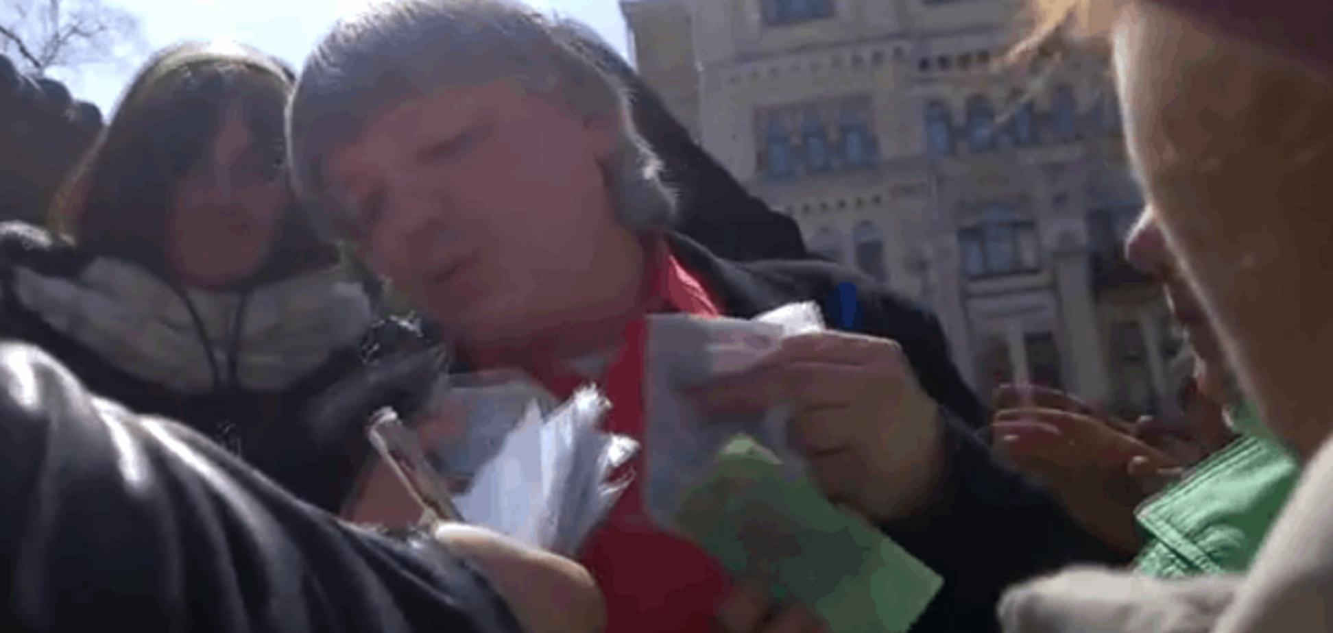 Как 'шахтерам' после митинга раздавали деньги: видеофакт