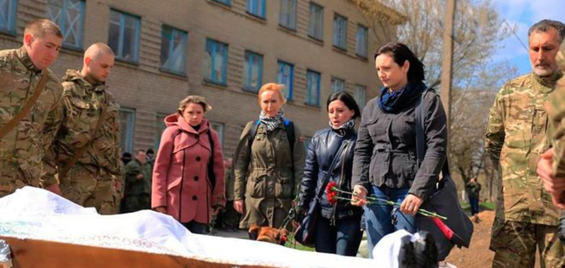 'Азов' попрощался с бойцом-грузином, тело которого заминировали террористы