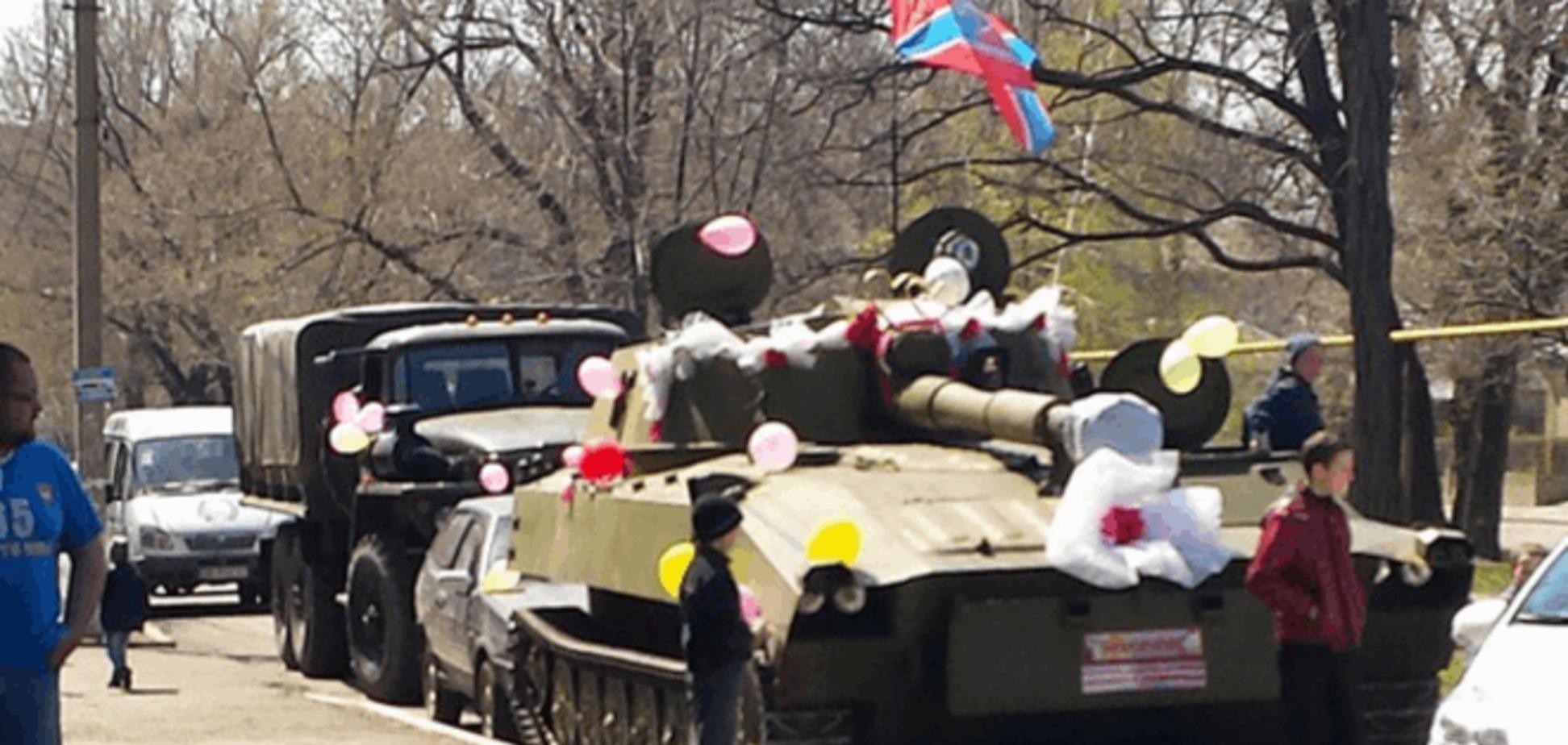 В Красном Луче террорист-жених разъезжал на украшенном танке: фотофакт